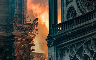 2019年4月15日,烈火映红了巴黎圣母院的外墙。 (THOMAS SAMSON/AFP/Getty Images)