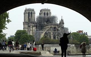 巴黎聖母院(Notre-Dame Cathedral)屋頂15日在一場大火中全毀,各界發起捐款協助重建工程。不到24小時內,企業的大額捐款總額已近7億歐元。