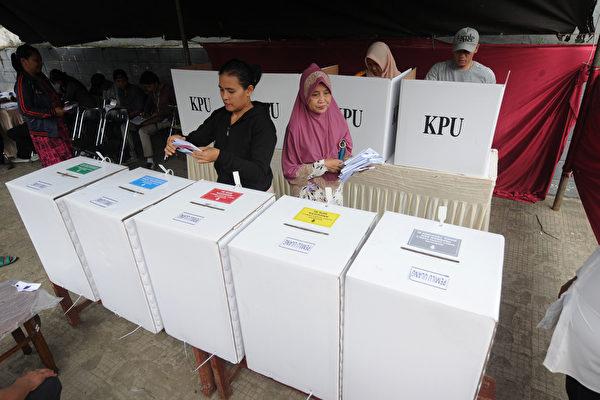 印尼单日大选海量手动计票 累死272人