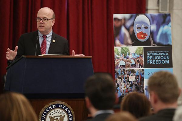 周一(4月29日),美国国际宗教自由委员会(The U.S. Commission on International Religious Freedom,简称USCIRF)召开新闻发布会,公布2019年年度报告,点名中共是应特别予以关注侵害宗教自由的国家。 (Mark Wilson/Getty Images)