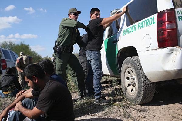 美國司法部部長(總檢察長)威廉姆・巴爾(William Barr)裁定,非法入境美國申請庇護的外國人士,沒有資格獲得保釋,在等待案件審理期間應該被拘留。這項裁決將在90天內生效。