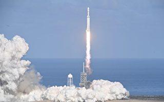 SpaceX再创历史 实现猎鹰重型三箭全回收