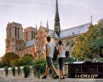 Photo prise en ao?t 2001 depuis les quais de Seine de la cathédrale Notre-Dame à Paris . A view of the Notre-Dame cathedral taken from the Seine River quays in Paris, August 2001. (FILM) AFP PHOTO JOEL ROBINE (Photo by JOEL ROBINE / AFP) (Photo credit should read JOEL ROBINE/AFP/Getty Images)
