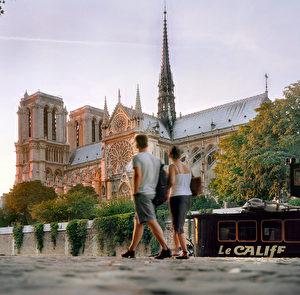组图:回顾历史 巴黎圣母院会浴火重生