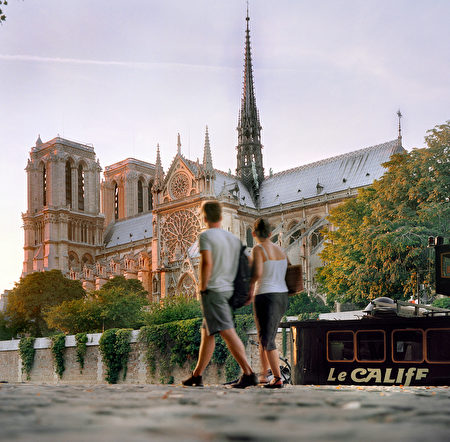 Photo prise en août 2001 depuis les quais de Seine de la cathédrale Notre-Dame à Paris . A view of the Notre-Dame cathedral taken from the Seine River quays in Paris, August 2001. (FILM) AFP PHOTO JOEL ROBINE (Photo by JOEL ROBINE / AFP) (Photo credit should read JOEL ROBINE/AFP/Getty Images)