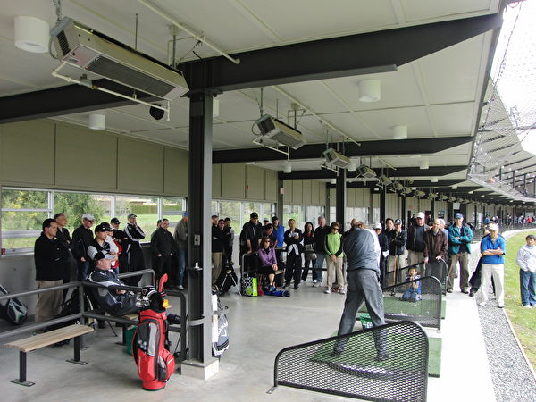 现场设有三个独立的30分钟高尔夫诊所,为您提供专业的免费指导。