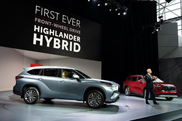 2019紐約國際車展,豐田(Toyota)推出全新第四代漢蘭達SUV,新車將提供混合動力版選擇。(戴兵/大紀元)