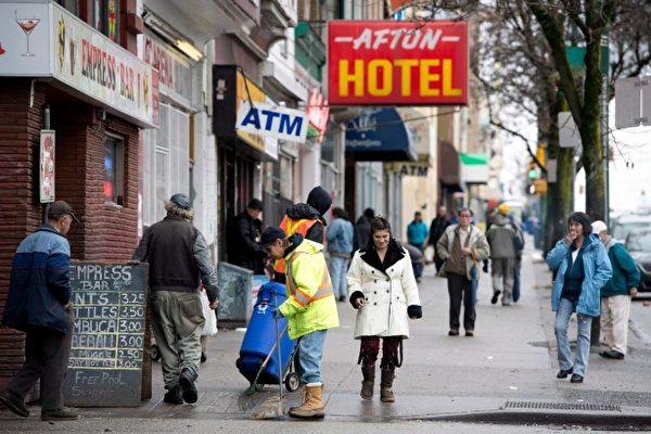 溫哥華市中心東區因吸毒泛濫而治安惡劣,犯罪現象在過去數月內變本加厲,愈加猖獗。圖為該地區的街景。(加通社)