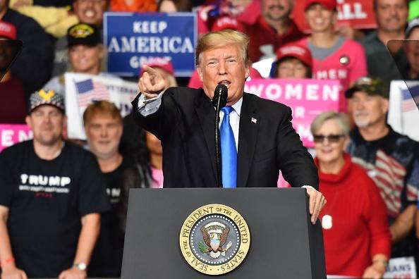 美國總統川普的連任競選活動經費籌款在今年第一季度共得3030萬美元,大幅度領先對手。(Nicholas Kamm/AFP/Getty Images)