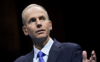 波音首席執行長丹尼斯·穆倫堡(Dennis Muilenburg)表示,約三分之二的各戶已經測試更新軟件。(Andrew Harrer/Getty Images)