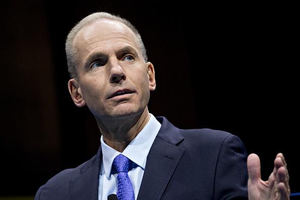 波音首席执行长丹尼斯·穆伦堡(Dennis Muilenburg)表示,约三分之二的各户已经测试更新软件。(Andrew Harrer/Getty Images)