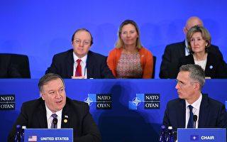 4月4日,北約在華盛頓特區國務院舉行外長會議,美國國務卿蓬佩奧(左)與北約秘書長史托騰柏格(Jens Stoltenberg,右)。(Mandel Ngan/AFP/Getty Images)