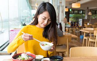 外出就餐是很多人生活中的樂趣之一,但哪些時候不適合外出就餐?(Shutterstock)
