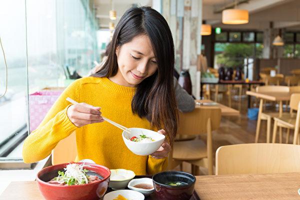 外出就餐是很多人生活中的乐趣之一,但哪些时候不适合外出就餐?(Shutterstock)