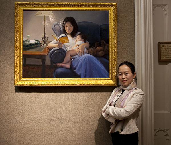 陳肖平與她的油畫作品《學法》。(陳肖平提供)