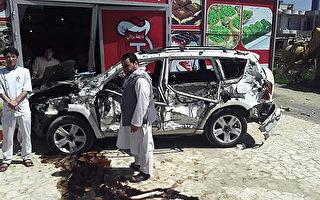 驻阿富汗美军车队遭袭 4美军人伤4平民亡