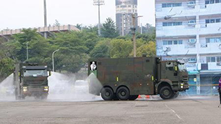 国人自行研发的军方大型消毒车。