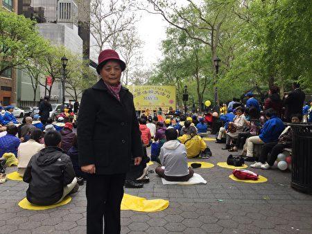來自上海的法輪功學員李紅珍修煉大法從直腸癌的病痛中起死回生。