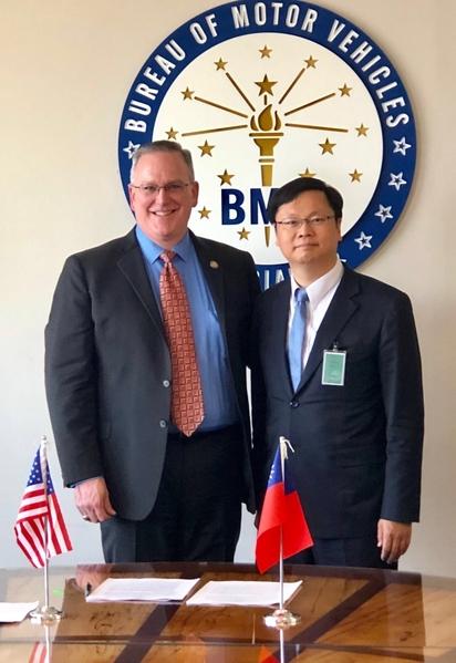 台灣與美國印第安納州 簽署駕照互惠協議