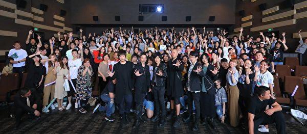 五月天演唱會影院上演 北京首映場氣氛熱烈 - 大纪元 -1905180942561487-600x263