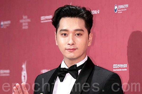 韓國人氣男團2PM成員黃燦盛出席2018首爾國際電視節頒獎典禮資料照。(全景林/大紀元)