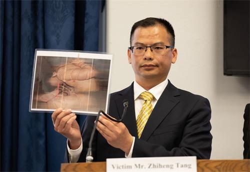 """图为2019年4月25日,汤志衡在""""4.25""""二十周年美国国会研讨会上揭露中共酷刑迫害。(明慧网)"""
