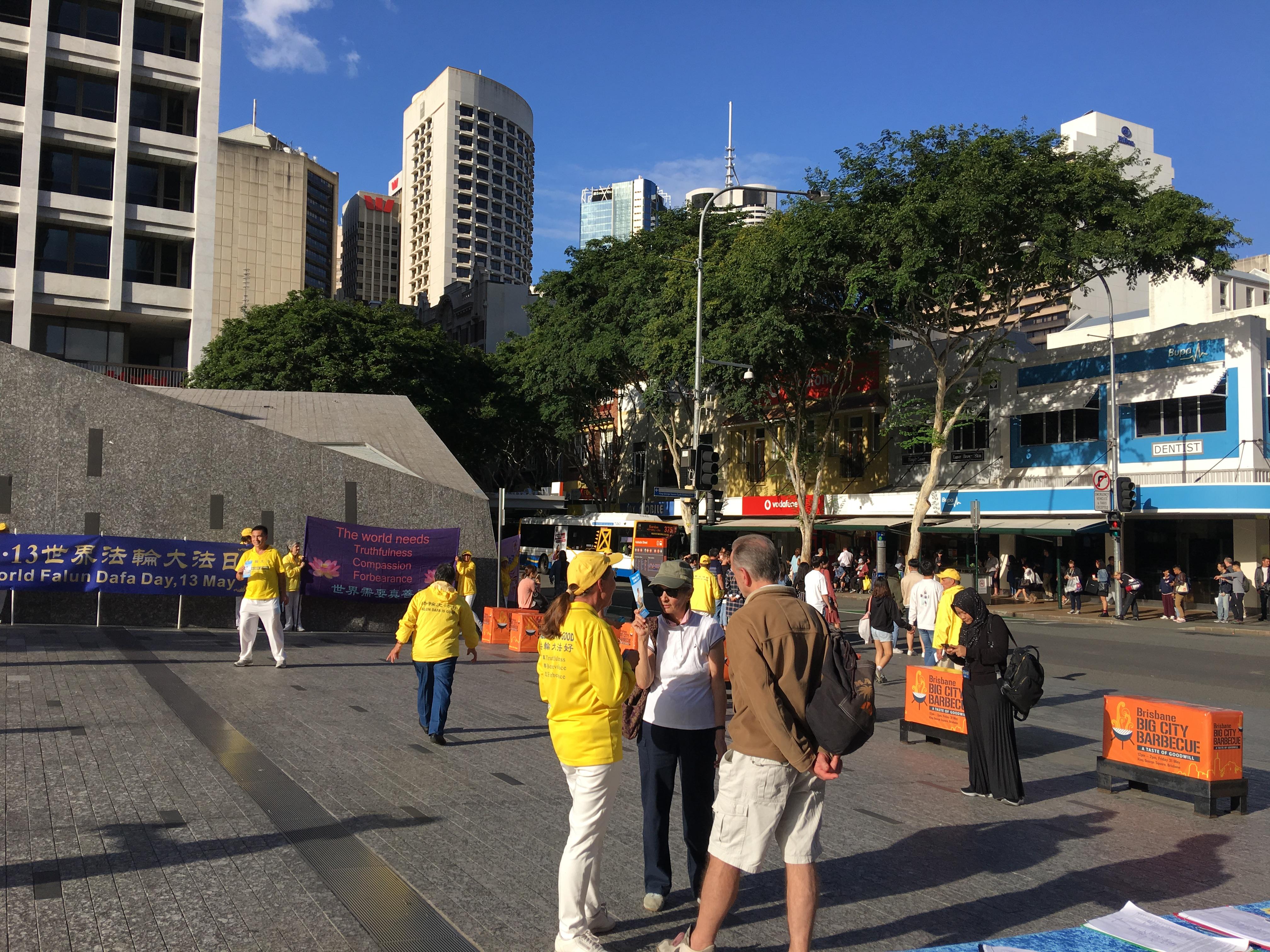 昆士蘭慶祝「5‧13」澳洲民眾支持「真善忍」