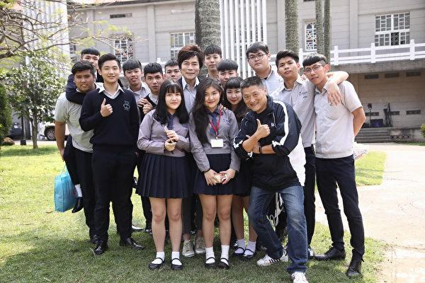 洪荣宏在母校淡江中学拍MV