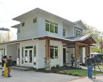 今年的PNE头奖豪宅(PNE Prize Home)是一个豪华的农舍风格现代建筑,面积约为3,159平方英尺。将在2019年的PNE博览会之后搬迁到Kelowna风景如画的Kirschner山附近。(童宇/大纪元)