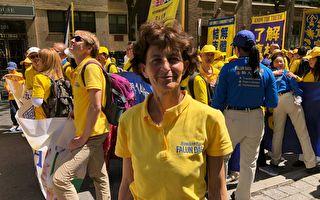 2019年5月16日,来自英国爱丁堡的罗斯玛丽·拜菲尔德(Rosemary Byfield)来到纽约,她几乎每年都到美国支持法轮功的反迫害游行活动。(绍燕/大纪元)