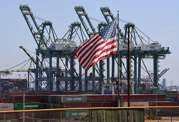 位于加州的长滩港(Port of Long Beach)。