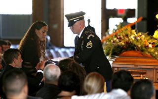 北卡大学枪击案中救人遇难 男生获军事荣誉