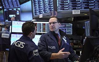 美国股市三大股指周一(6日)开盘下跌,道指及标普S&P 500指数跌幅超过1.1%,纳指则逾1.4%。(Drew Angerer/Getty Images)