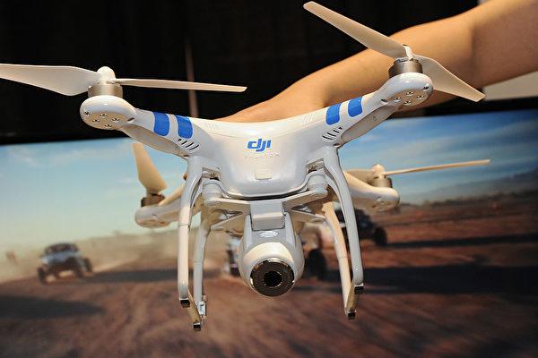 網絡研究科學家拉尼爾.沃特金斯表示,經過測試發現大疆無人機確實存在漏洞,外人不僅可以提取機上信息,甚至可以劫持無人機。(Robyn Beck/AFP/Getty Images)