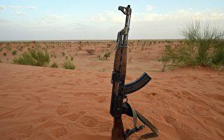 俄AK步枪武装印度 对抗中共95式步枪