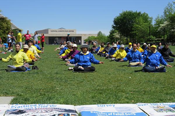 费城法轮功学员纪念4.25和平上访二十周年
