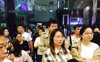 上海一英语学校突关门 百余家长维权无果