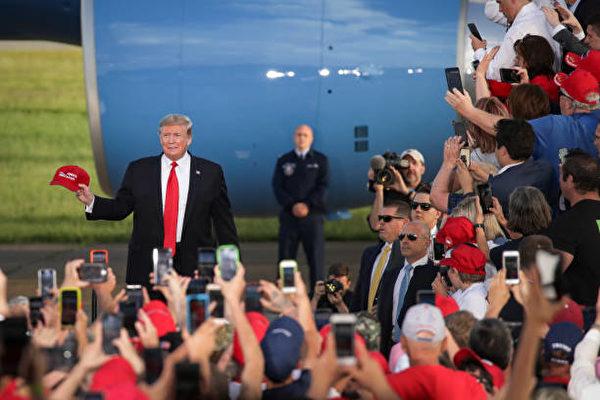 2019年5月20日,川普总统赴宾州蒙特斯维尔市(Montoursville)参加助选集会,受到民众热烈欢迎。(Drew Angerer/Getty Images)