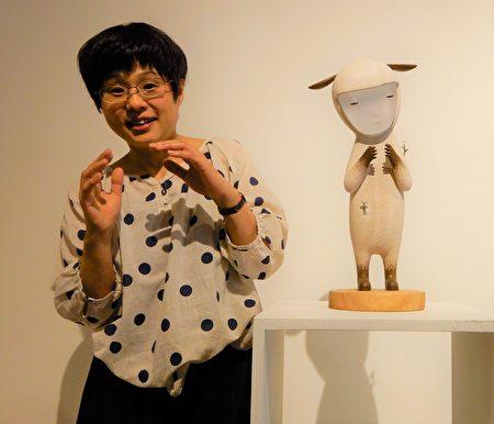 作品「想像著理想中的花朵」,成田聡子說,那是小羊胸中抱著花朵般希望。