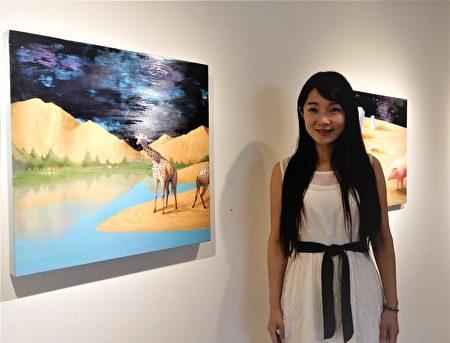 年輕藝術家曾聖惠,近年多投注人與大自然的關係,作品運用真木紋進行創作拼接。