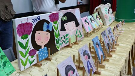 插画家手绘开心女孩,画出了阳光灿烂的开心女孩,在深夜里,看着开心女孩,她微笑了,身体病痛也慢慢不药而愈。