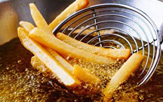 研究指出,高温烹饪的食物会产生有毒化学物质,增加患心脏病的风险。(Shutterstock)