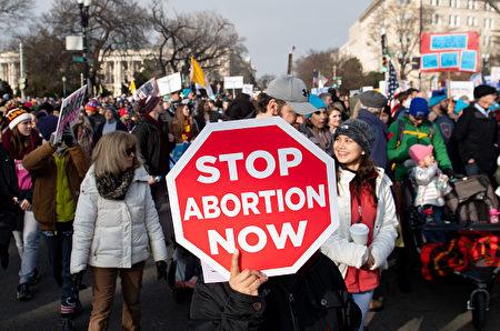 据美媒报导,密苏里州的共和党州长可能最早在本周签署严格反堕胎法案。图为今年1月在华盛顿DC举行的March for Life集会。(Saul Loeb/AFP/Getty Images)