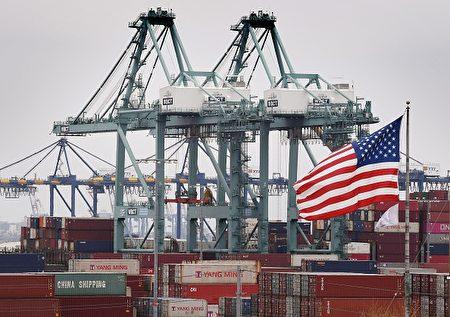 美媒分析,美中贸易战不仅拉起美国人的民族自豪感,甚至是他们的爱国主义,让美方能在谈判中成功地与中国建立竞争优势。(Mark Ralston/AFP/Getty Images)