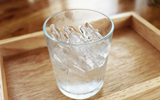 臨床上常見喝冰冷飲料引起的濕疹,這種濕疹容易治癒。(Shutterstock)