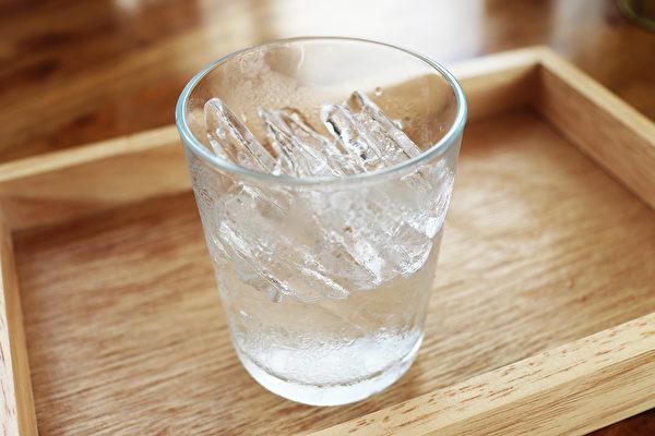 临床上常见喝冰冷饮料引起的湿疹,这种湿疹容易治愈。(Shutterstock)