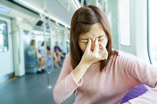 陣發性無頭痛的單眼視力喪失,可能是視網膜型偏頭痛。(Shutterstock)