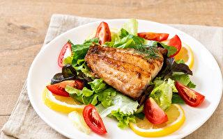 在宋醫師的減重餐盤中,蔬菜要多樣,蛋白質以魚肉、家禽肉等為佳。(Shutterstock)