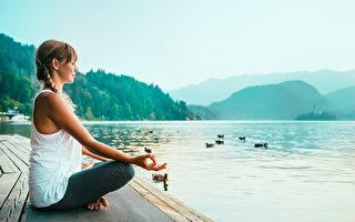 靜坐冥想可以減輕壓力、抑鬱和焦慮,並讓大腦變得更年輕。(Shutterstock)