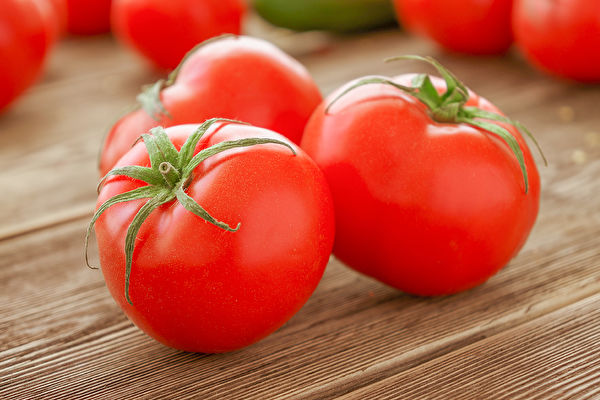 每天吃2颗番茄,可预防肺阻塞和肺癌,延缓肺功能退化。(Shutterstock)